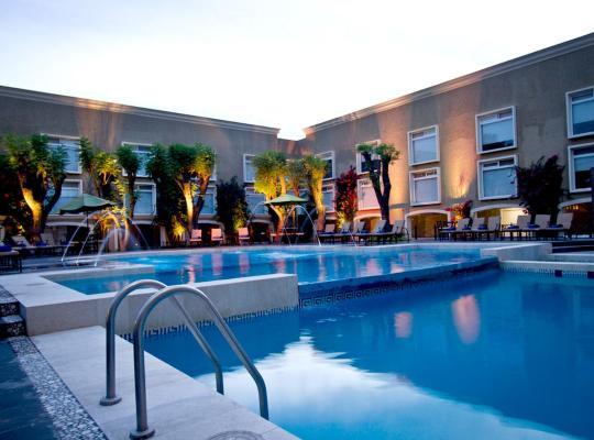 Fotos de Hotel: Plaza Camelinas Hotel