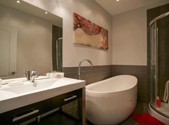Hotel fotografií: Classy Comfortable Condo and Basement