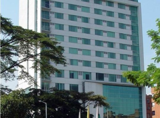 Otel fotoğrafları: Novelty Suites Hotel