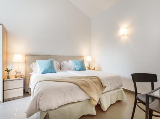 Fotografii: Apartamentos Cornellalux