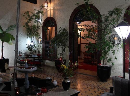 Хотел снимки: Riad Jomana