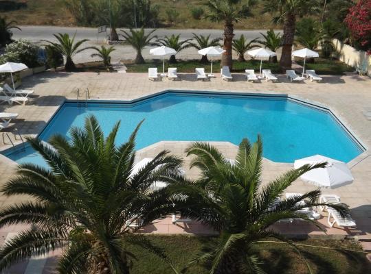 ホテルの写真: Leonidas Hotel & Studios