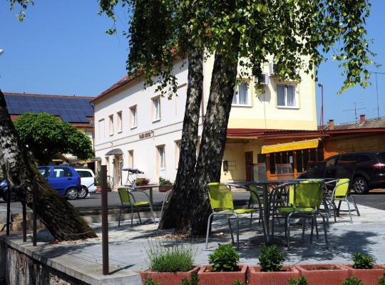 Фотографии гостиницы: Hotel Oazis