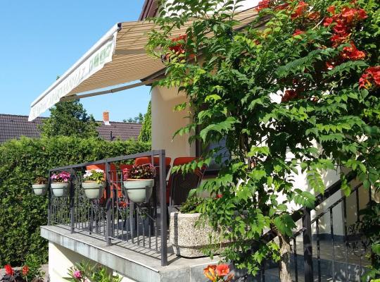 תמונות מלון: FaDóra Apartman