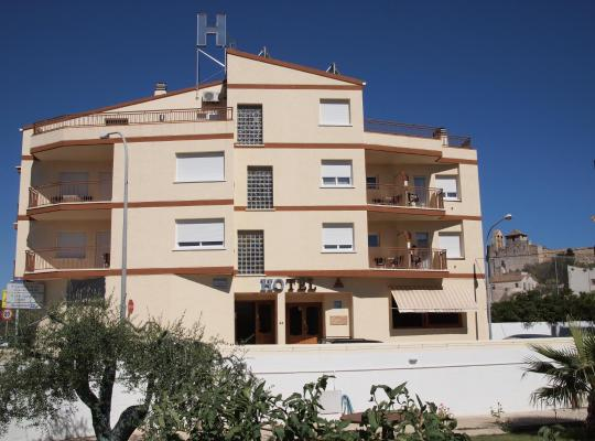 Хотел снимки: Hostal El Castell