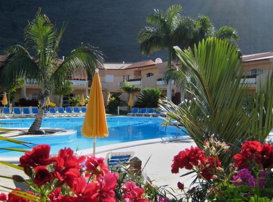 ホテルの写真: Apartamentos Jardín del Conde