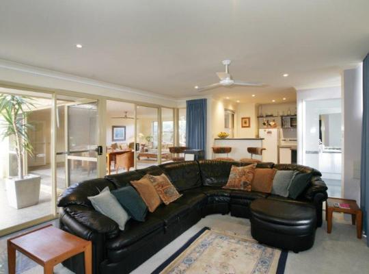 Фотографии гостиницы: Dolphin 3 Bedroom House by Shoalwater Executive Homes
