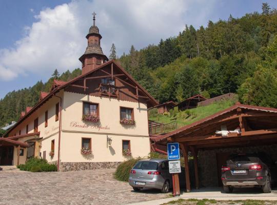 Otel fotoğrafları: Penzión Banská Klopačka