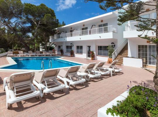 Φωτογραφίες του ξενοδοχείου: Hostal Es Pi - Formentera Vacaciones