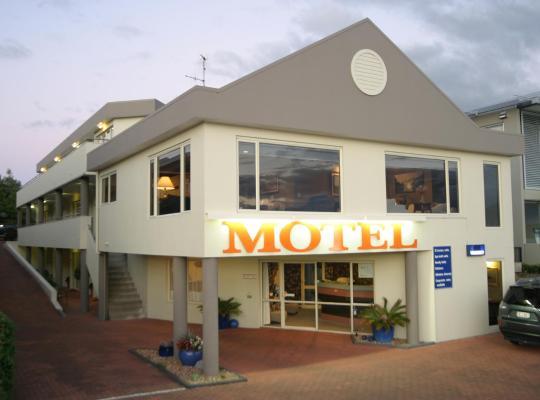 酒店照片: Baycourt Lakefront Motel