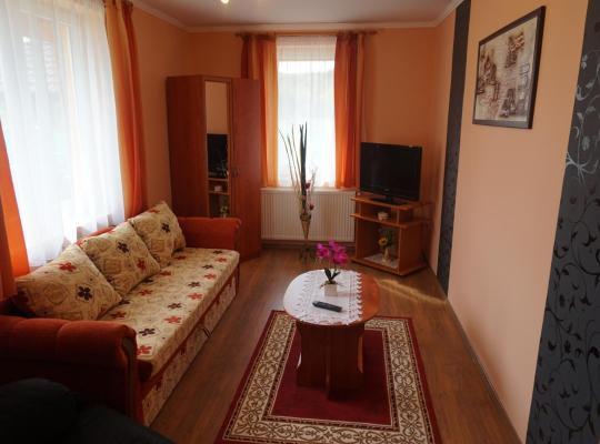 Fotos de Hotel: Vadrózsa vendégház