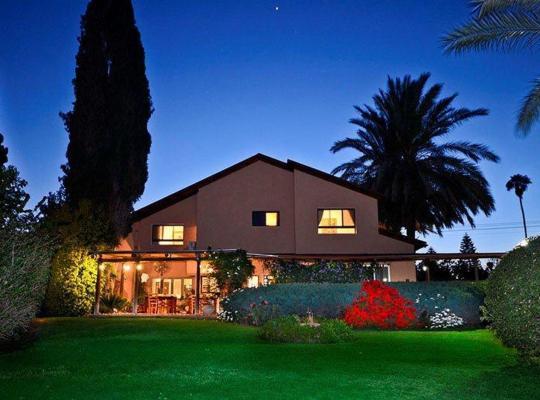 Fotos do Hotel: Vilabakfar- Country Style Villa
