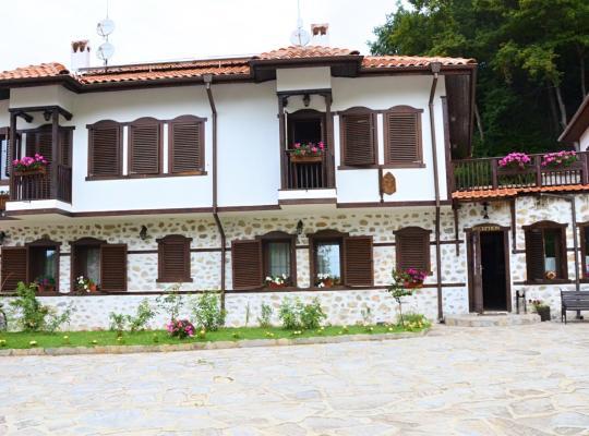 รูปภาพจากโรงแรม: Family Hotel Dinchova kushta