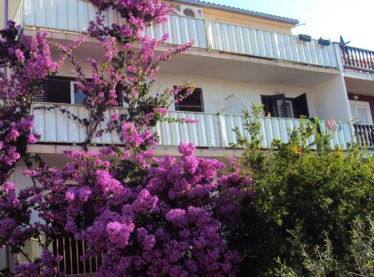 Hotel fotografií: Apartments Green & Orange