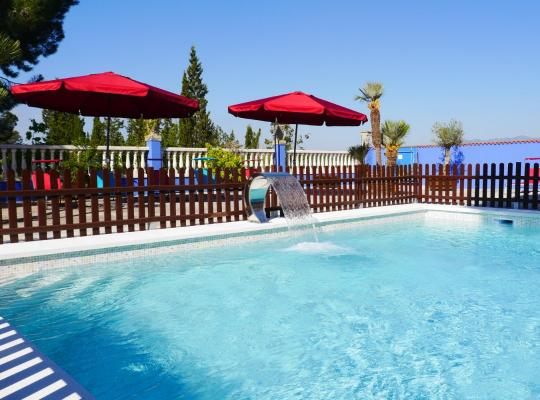 Φωτογραφίες του ξενοδοχείου: Hotel Restaurant El Bosc