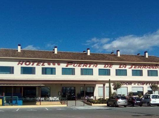 Hotel bilder: Hotel Puerta de la Serrania