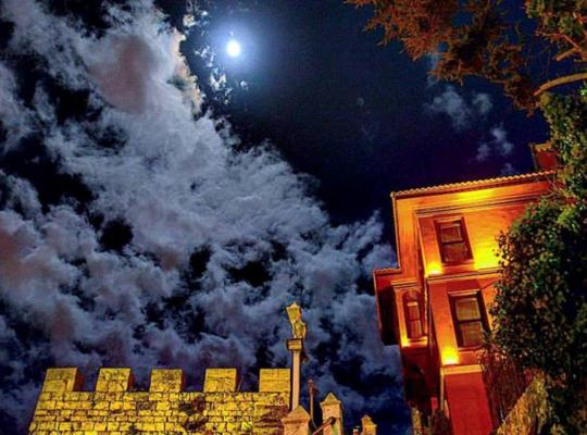 Хотел снимки: Kitapevi Hotel