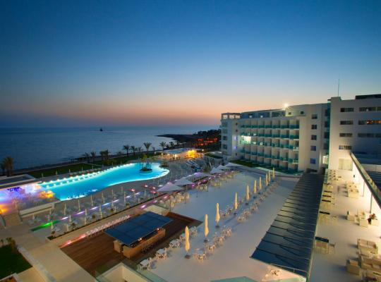 酒店照片: King Evelthon Beach Hotel & Resort