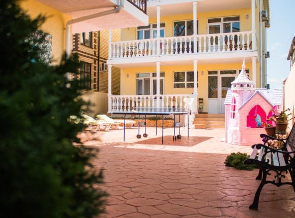 Гостевой дом Зеленая крыша, Благовещенская