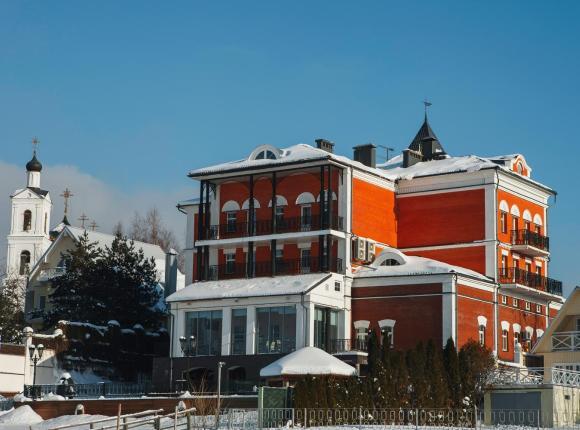 Отель Дафна, Шоша