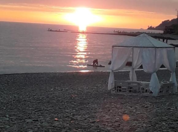 Палатки на лучшем пляже, Сочи