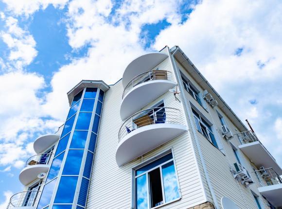 Отель Баязет, Новомихайловский