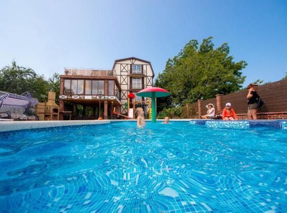 Дом для отпуска С 2 бассейнами, Геленджик
