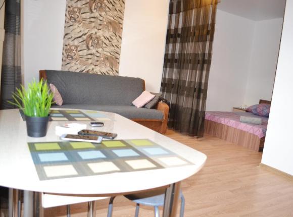 Apartments on Mira 143g, Волжский