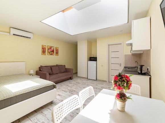 4 местные Апартаменты в самом центре Сочи на улице Роз 57- 700 м до моря