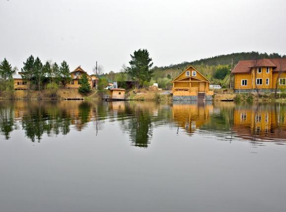 Клуб отдыха Тихая Заводь, Сыростан