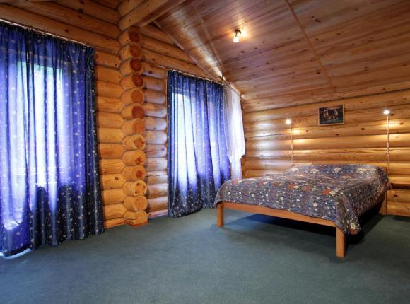 Гостиница Зеленый дом, Мирный
