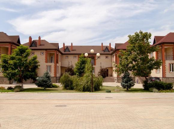 Гостиница Норд Авеню, Российский