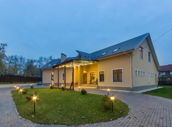 Отель Хаус, Видное
