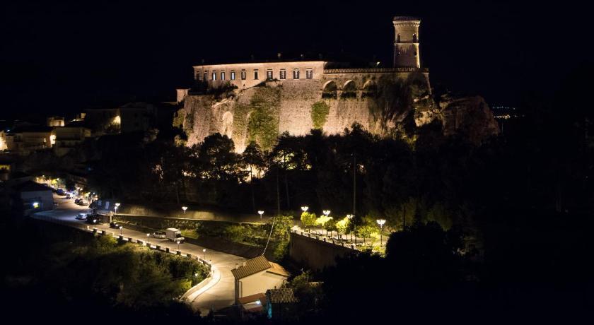 Castello Di Caccuri Suites