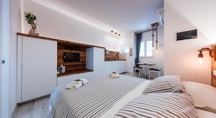 Best time to travel Croatia Apartments Sole