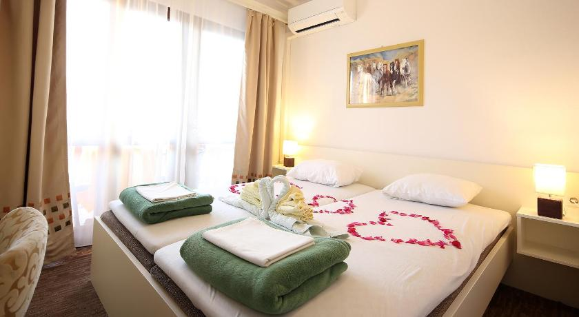 Special Offer - Double Room with Balcony and Sea View with New Year's Package Guest House Zeba & Riviera