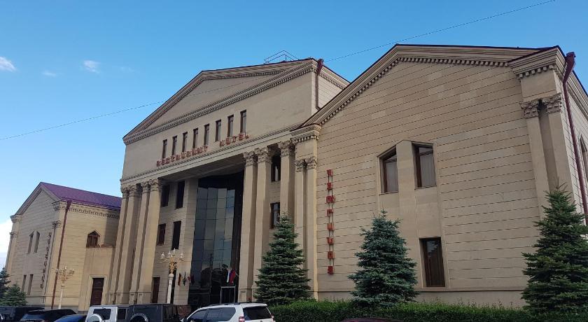 Best time to travel Yerevan Armenian Royal Palace
