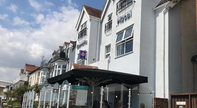 Best time to travel United Kingdom Camelia Hotel