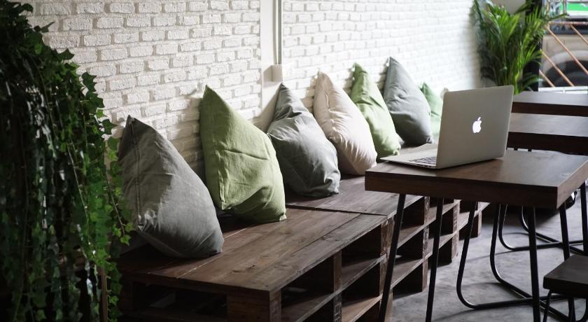 Best time to travel Bangkok Krit Hostel