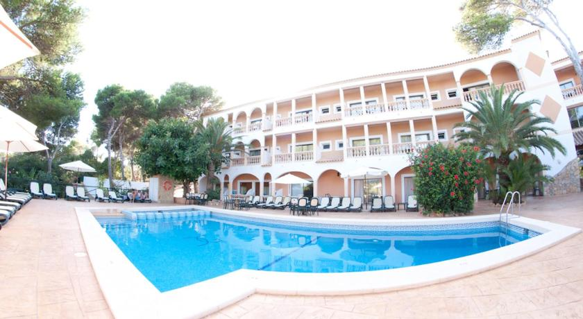 Best time to travel Menorca Hotel Cala Gat