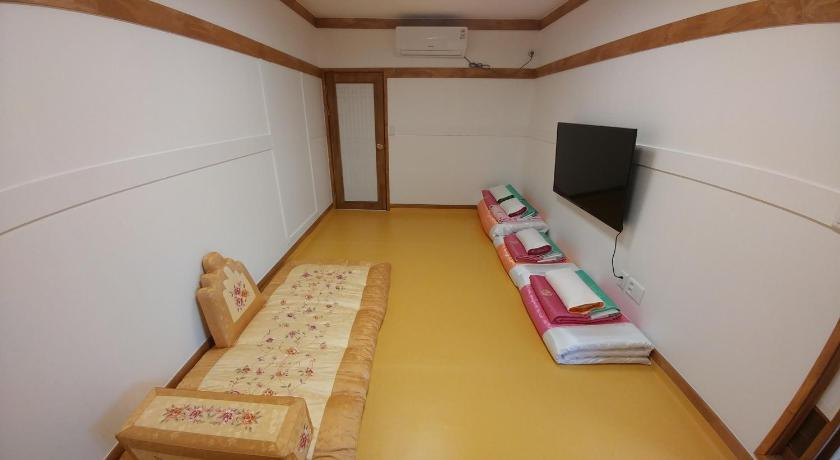 Best time to travel Seoul Bukchon Sosunjae Guesthouse