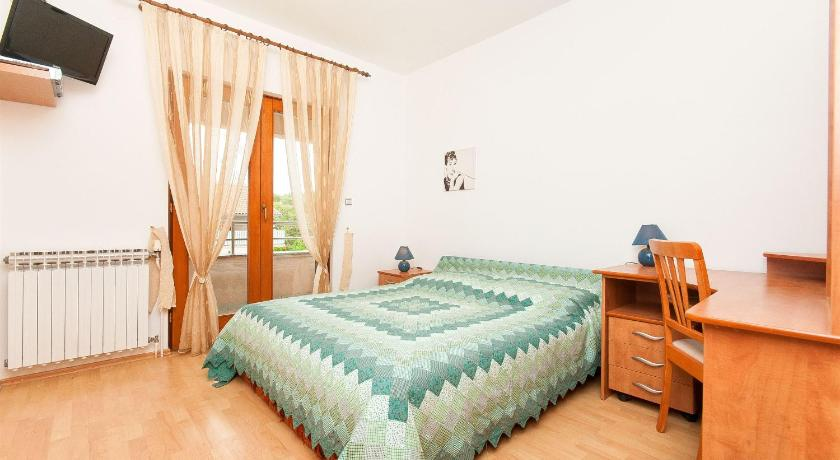 Double Room Apartments and Room Danijel