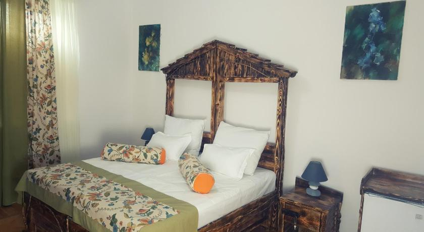 Best time to travel Vagharshapat Machanents Art Hotel