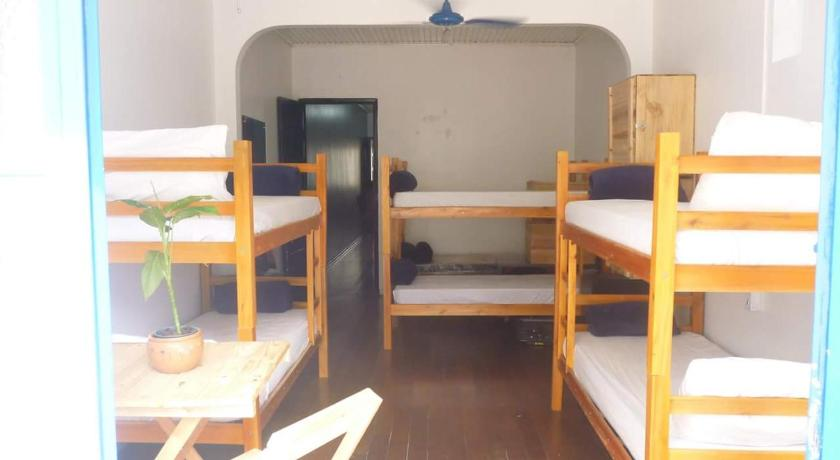 Bed in 4-Bed Dormitory Room with Shared Bathroom Hostel Minas In