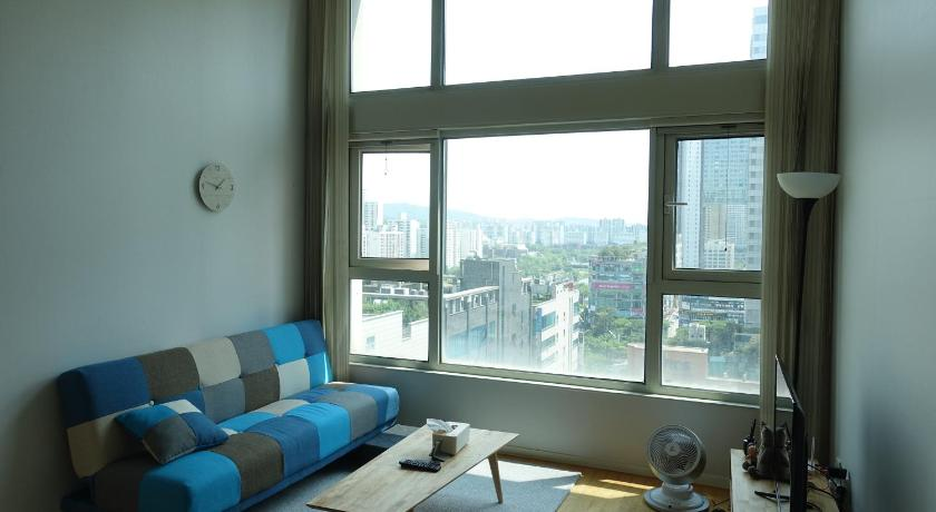 Best time to travel South Korea Cosy Duplex Studio
