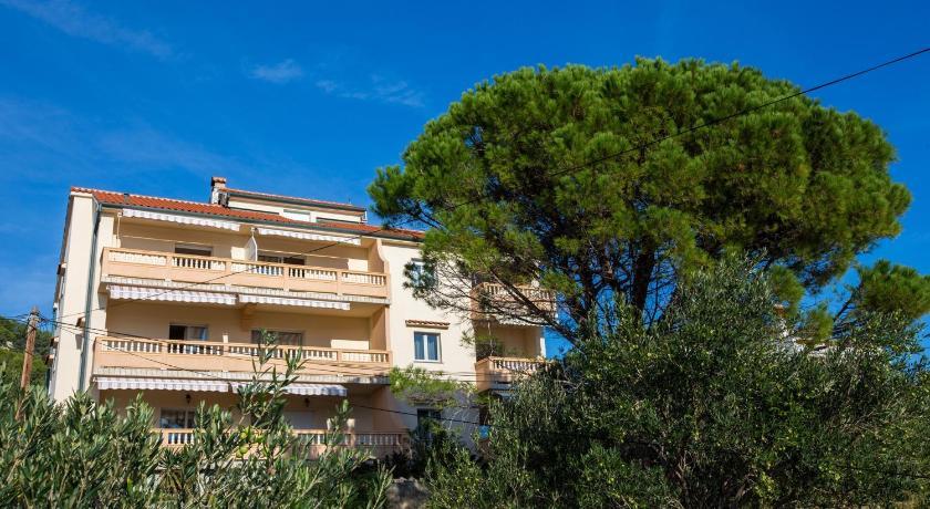 Best time to travel Croatia Apartment Barbat 15