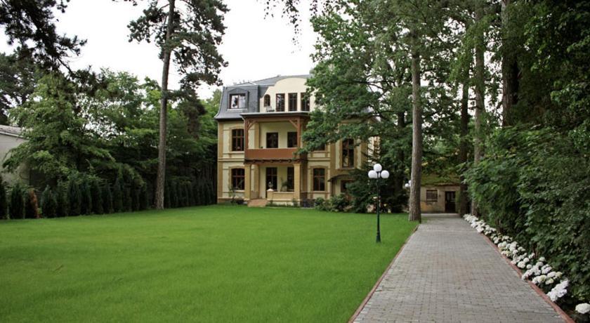 Best time to travel Berlin Residenz Villa Kult