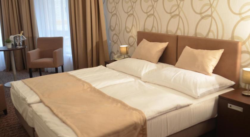 Best time to travel Kladno Hotel Atlas