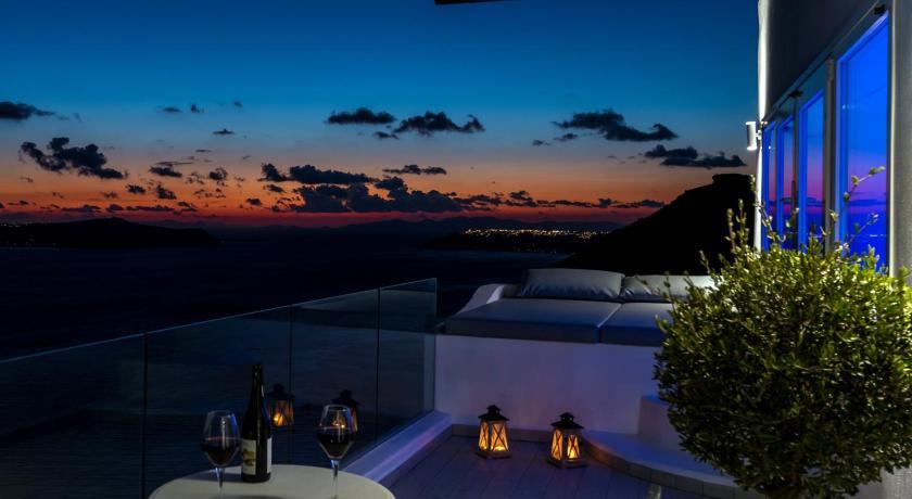 Best time to travel Fira Fira Deep Blue Suites