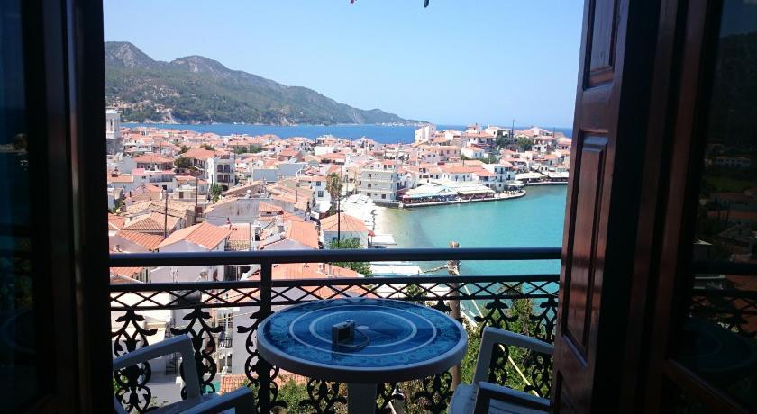 Best time to travel Greece Kamelia